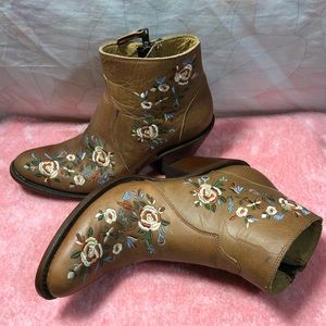 SHYANNE Floral Embroidered Booties Round Toe 7.5M